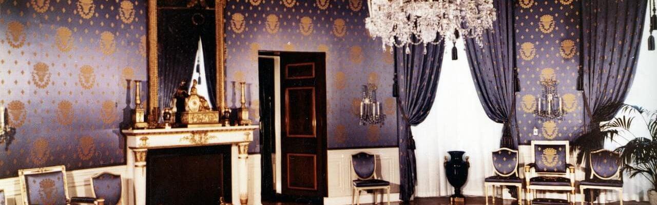 modne tapety w eleganckim wnętrzu