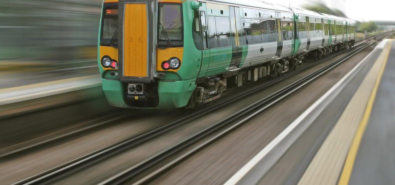 ciekawe podróże pociągiem
