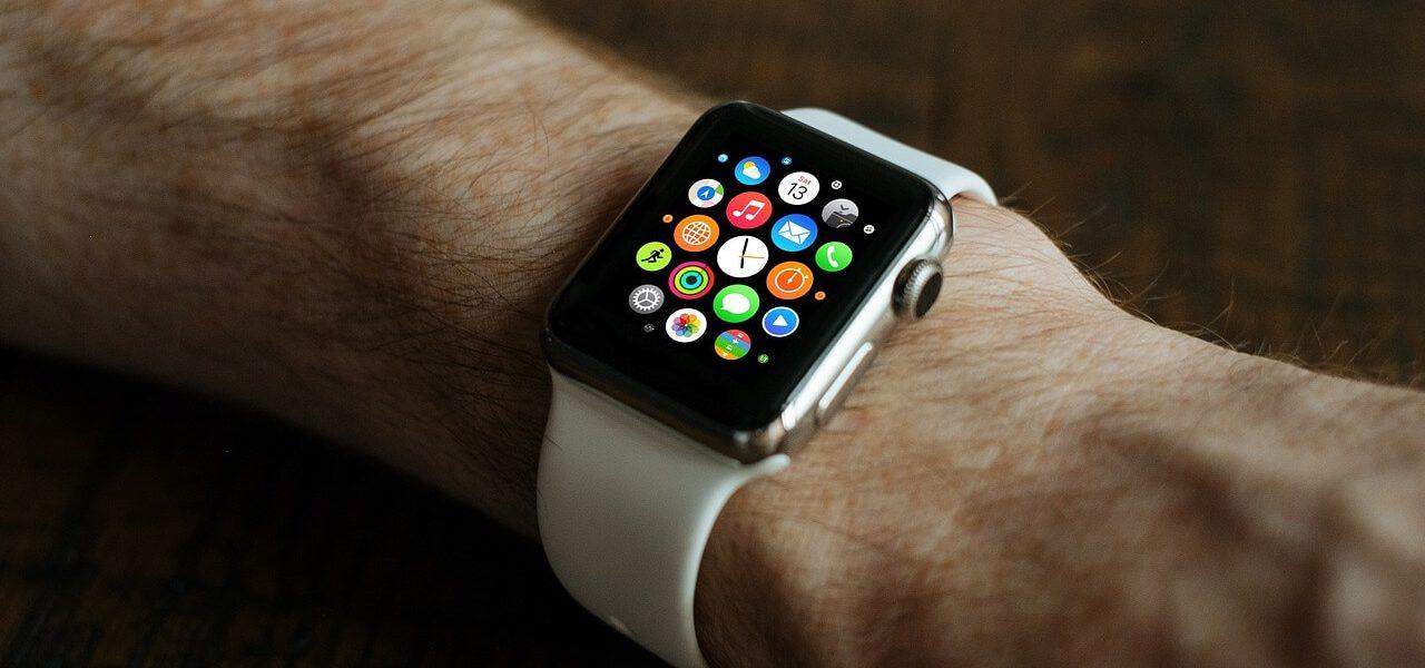 wybór zegarka męskiego - smart watch